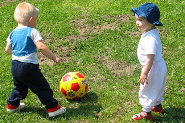 Children Benefit from Playing Outdoors with Friends