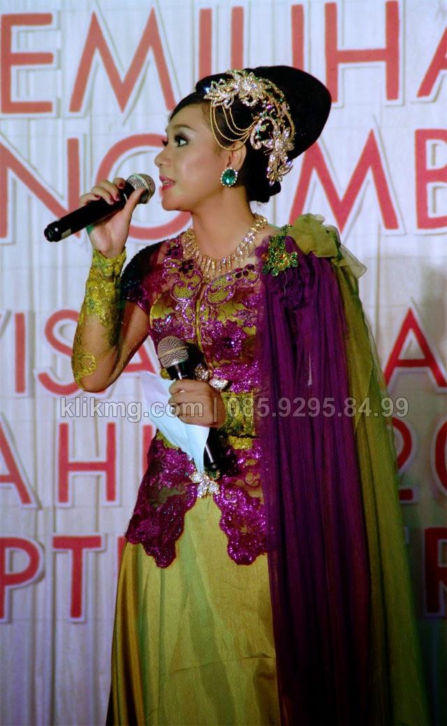 Dari Arena Grand Final Pemilihan Kakang Mbekayu Banyumas 2014 (2) | Foto oleh : klikmg fotografer Jakarta