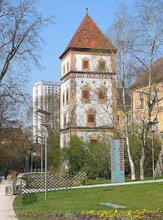 http://de.wikipedia.org/w/index.php?title=Datei:Wasserturm_Wels1.jpg&filetimestamp=20080216091614
