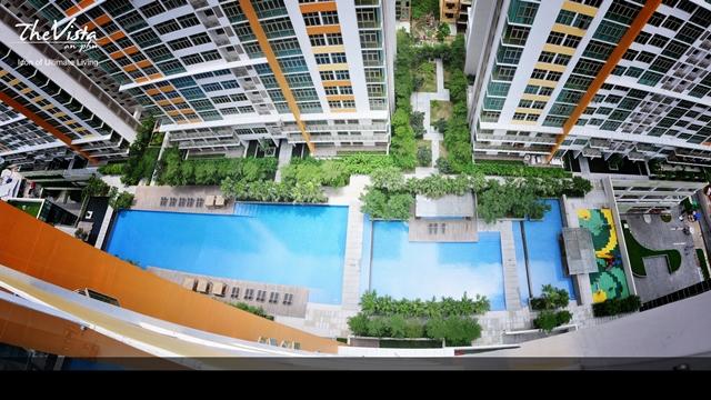 Góc nhìn xanh mát từ căn hộ ra hồ bơi