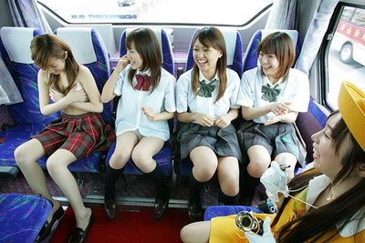 Lomba Paling Vulgar Para Siswi di Jepang (Foto)