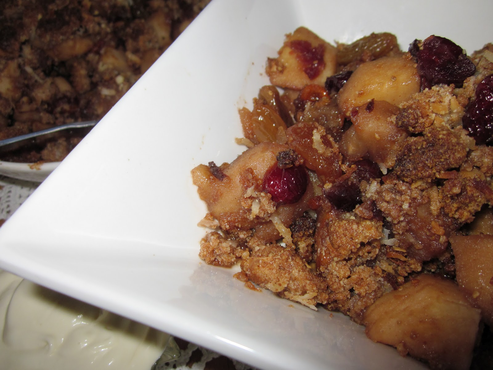 whatisforteatonight: Apple, Dried Fruit & Almond Meal Crumble