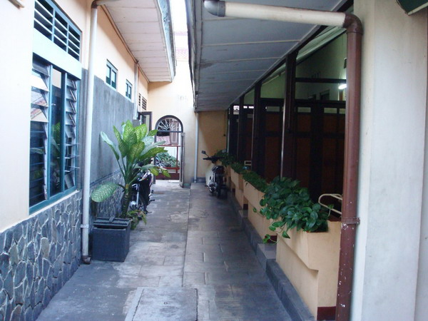 Hotel Pantes Berlokasi Di Salah Satu Gang Jalan Malioboro Namun Sangat Dekat Kira2 10 20 Langkah Dari Mulut Tersebut Terletak Persis