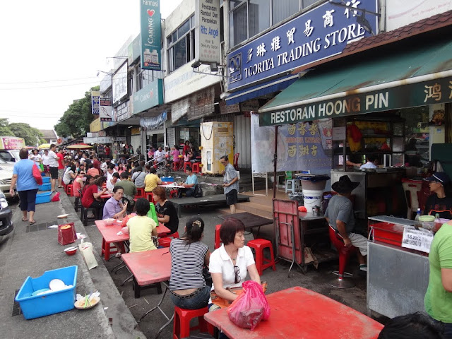 Malaysia is famous for its street food which can be found in the morning and at night. Some mamat stalls operate 24 hours daily in the city and neighbourhood in Malaysia. You can find all kinds of local street food at cheap prices compared to dining in shopping malls.