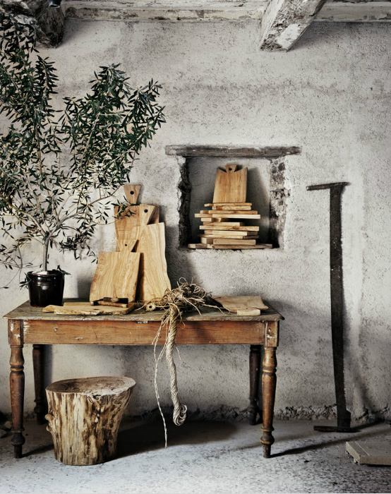 Artisan Andrea Brugi natural stool, cutting boards photography by Ditte Isager styling by Christine Rudolph as seen on linenandlavender.net - http://www.linenandlavender.net/2013/07/artisan-feature-andrea-brugi-it.html