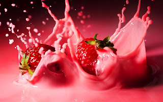 Strawberries Pink Juice Splash Photo HD Wallpaper