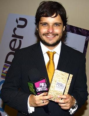 Gian Piero Díaz con bigote y barba