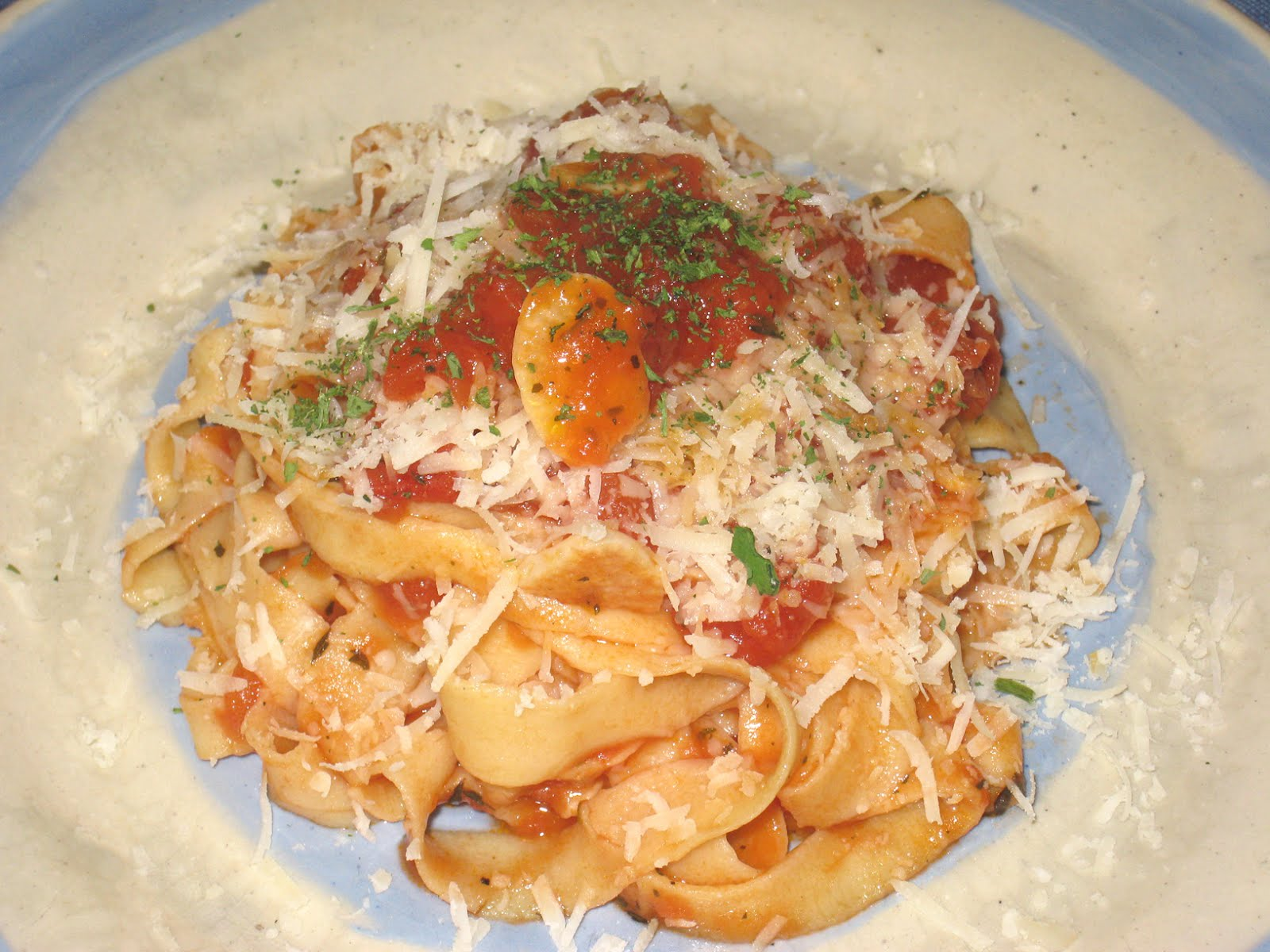 Cooking without a Net: Tomato Garlic Sauce with (Homemade) Pasta
