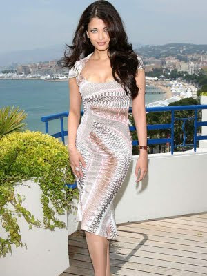 Pose of Aishwarya Rai at Cannes in tight dress