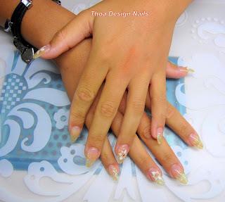 gepflegte Nägel mit Airbrush Design
