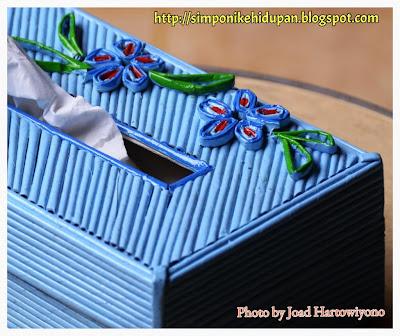 kerajinan tangan : tempat tissue biru