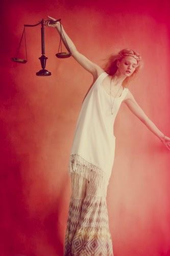 Zodiaco Mujer Fashion tono blanco, Signo Libra