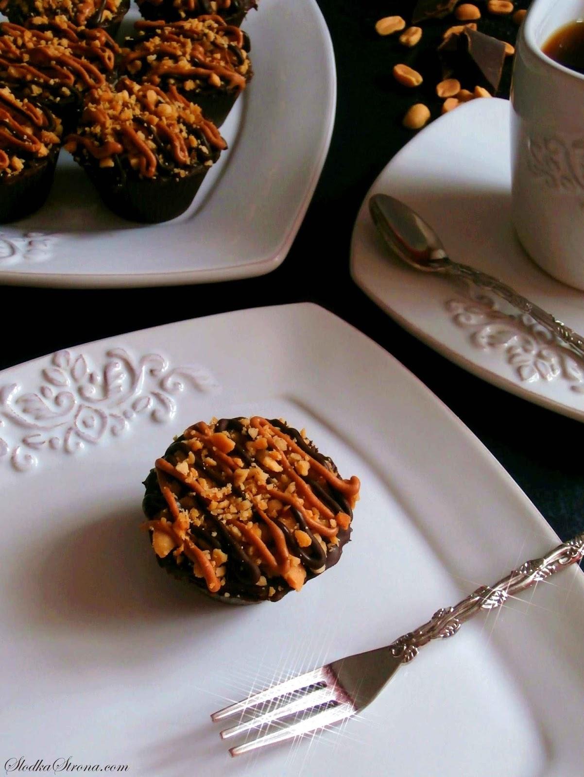 Czekoladki - Babeczki z Masłem Orzechowym - a'la Reese's - Przepis - Słodka Strona