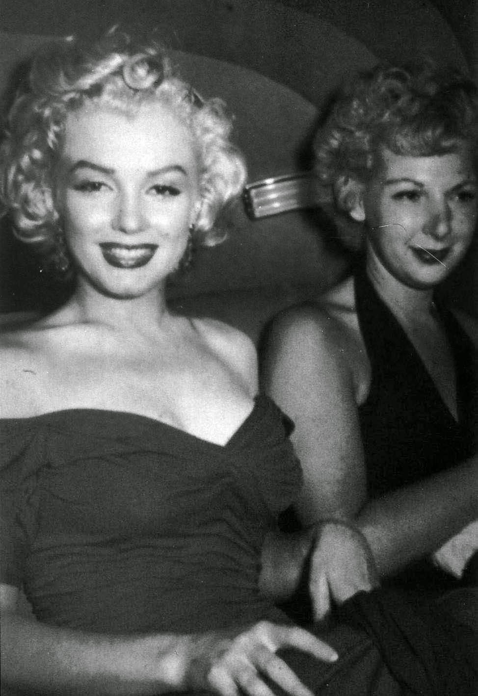 A rare photo of Marilyn Monroe on her way to the premiere of ...