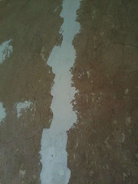 Трещины в стене фото