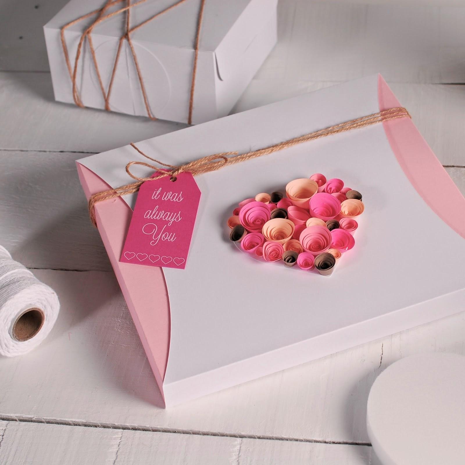 Como Decorar Caixa De Presente Com Rosas De Papel Para Dia Dos All  #9E2D4E 1600x1600