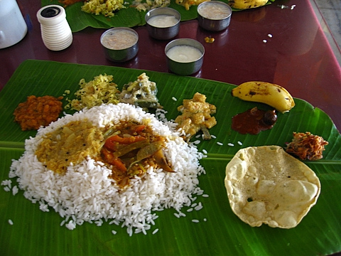 traditional way to take food in kerala