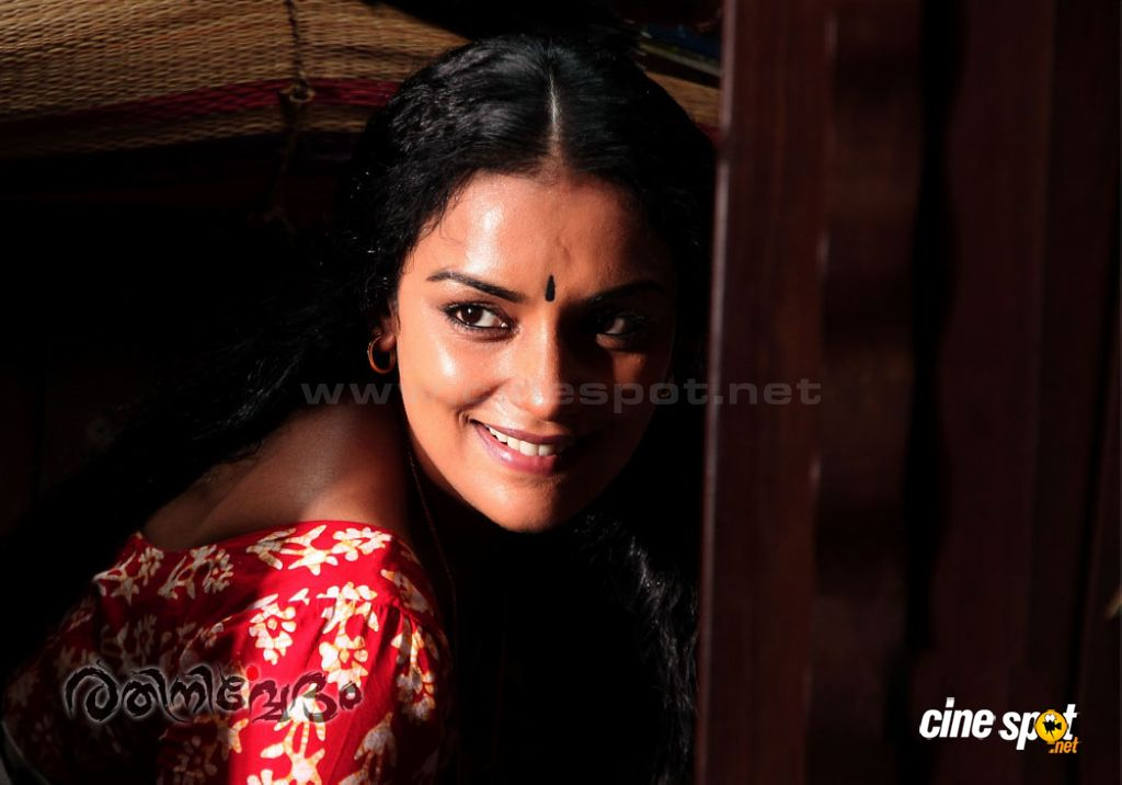 Swetha Menon Hot in Rathinirvedam Remake Malayalam Movies ...