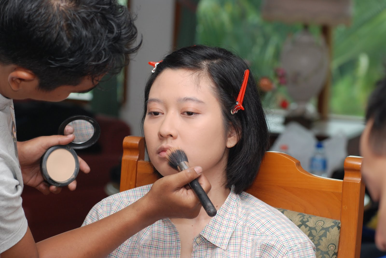 SI TOMBOY MAKE-UP-AN?