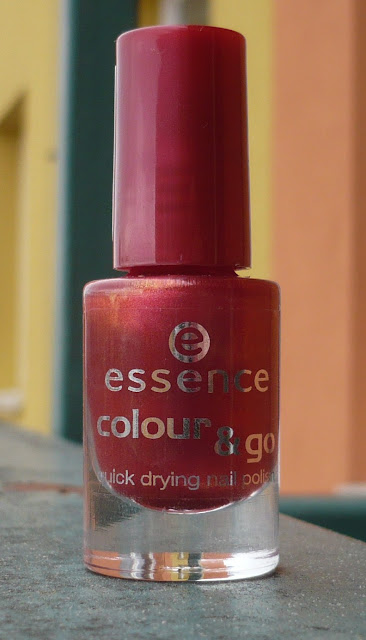 Essence - lak na nehty colour&go - 47 Red-y To Go