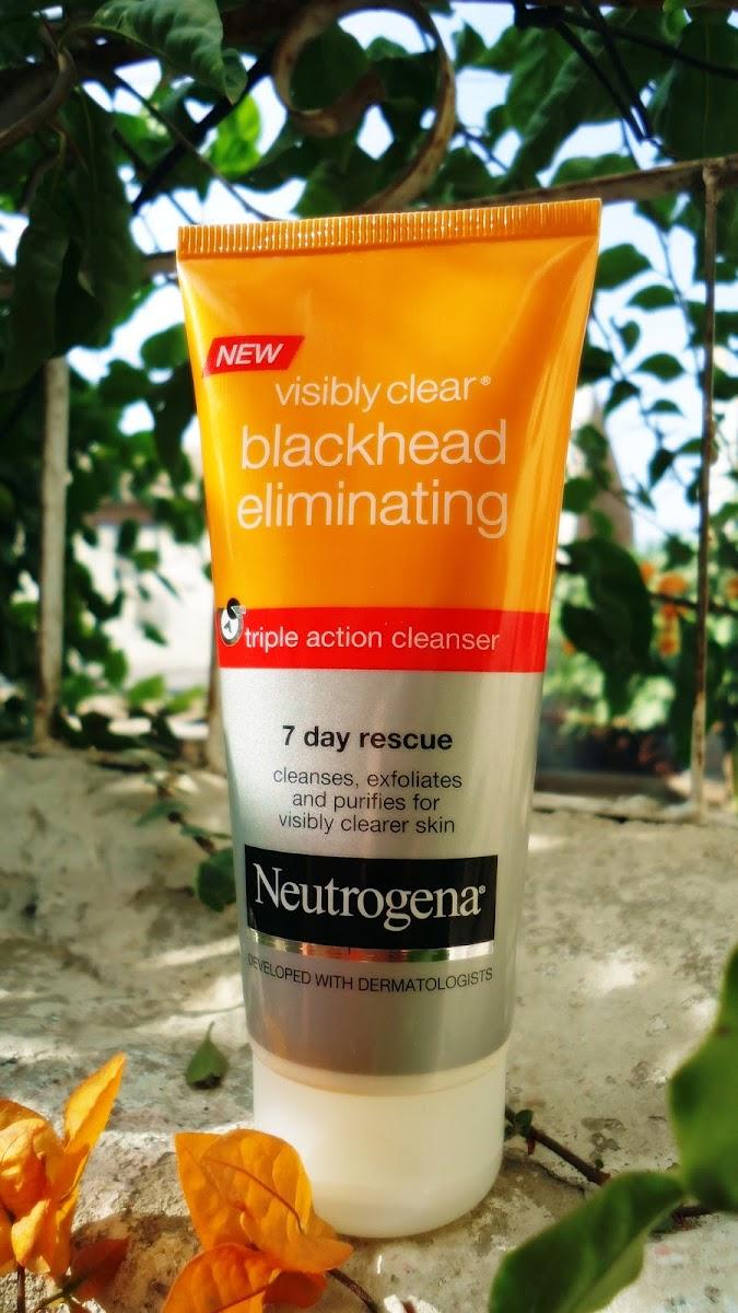 Neutrogena Visibly Clear Blackhead Eliminating Triple Action Cleanser