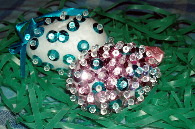 RuralMom.com: Easy Sequin Easter Egg #Craft for Kids