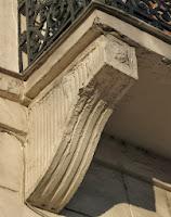 Console enduite du balcon du 28 quai de Béthune à Paris