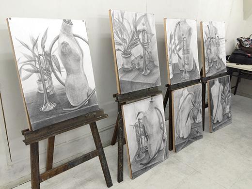 美術クラブ 横浜美術学院の中学生向け教室 たっぷりとした空間を描く「静物デッサン」10