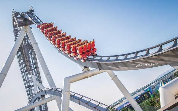 menaiki roller coaster di hollywood dream the ride osaka