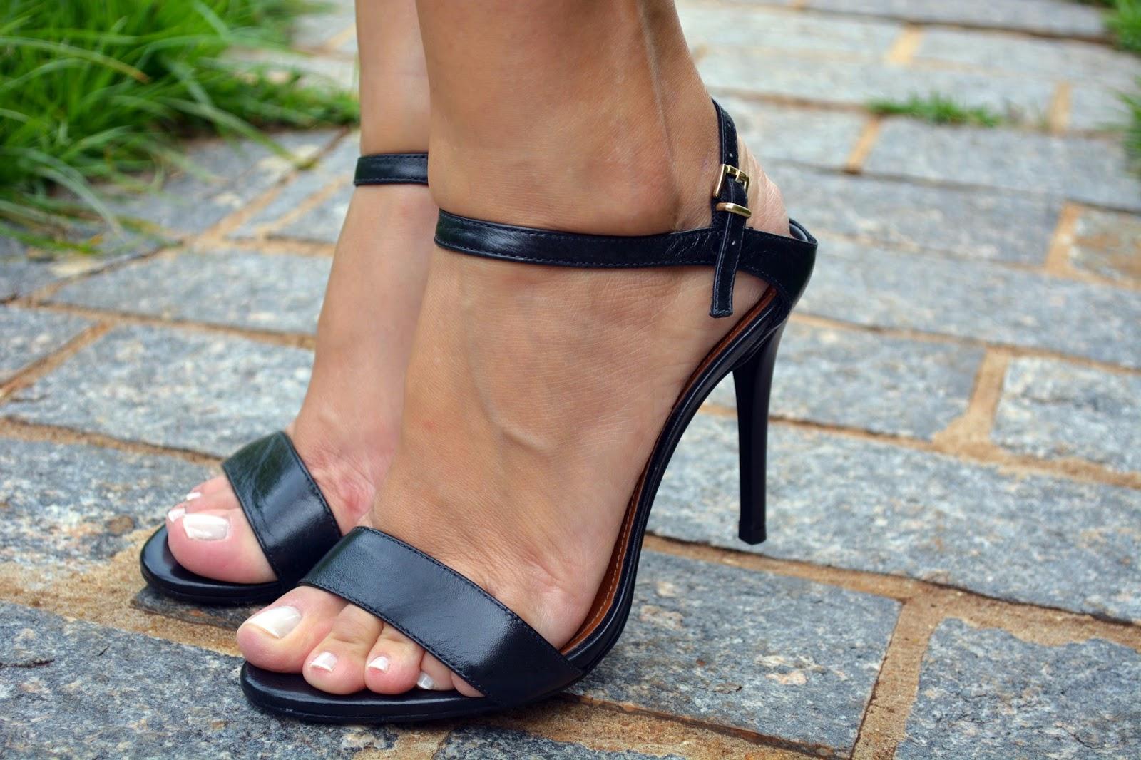 vestido estampado, vestido para o verão, vestidos para o verão, estampa tropical, blog camila andrade, loja pamela zanandréa, blog de moda em ribeirão preto, blogueira de moda em ribeirão preto, fashion blogger, sandália preta, sandália preta arezzo