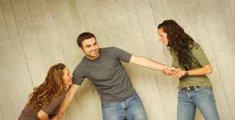 نصائح وحلول للزوجة الثانية  - نساء بنات امرأتين تتعاركان تتشاجران تتنافسان على رجل - women fight over man