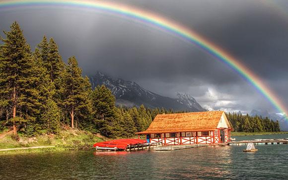 قوس قزح فوق البحيرة , خلفيات الوان