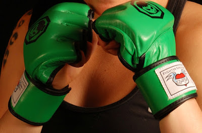 .Product Review: FighterGirls Women's MMA Gloves.