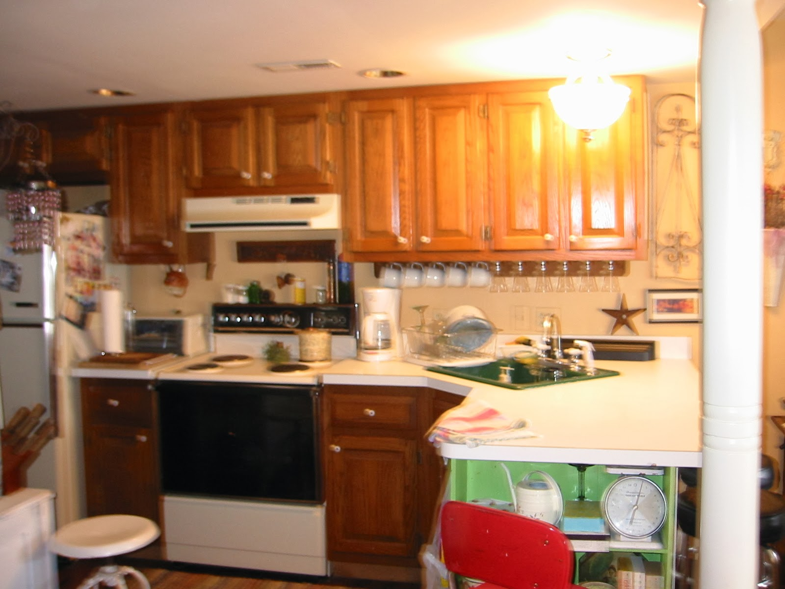 Sheshe the home magician my ever changing kitchen retro for Almond colored kitchen cabinets