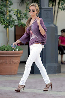 http://4.bp.blogspot.com/-XMvM2ijMm0w/UHYifOxB0nI/AAAAAAAAEmk/8MpLcFnXq7U/s1600/white_pants_outfit_audrina.jpg