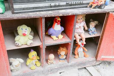 Дворик загублених ляльок (Львів) - Дворик забытых игрушек (Львов)