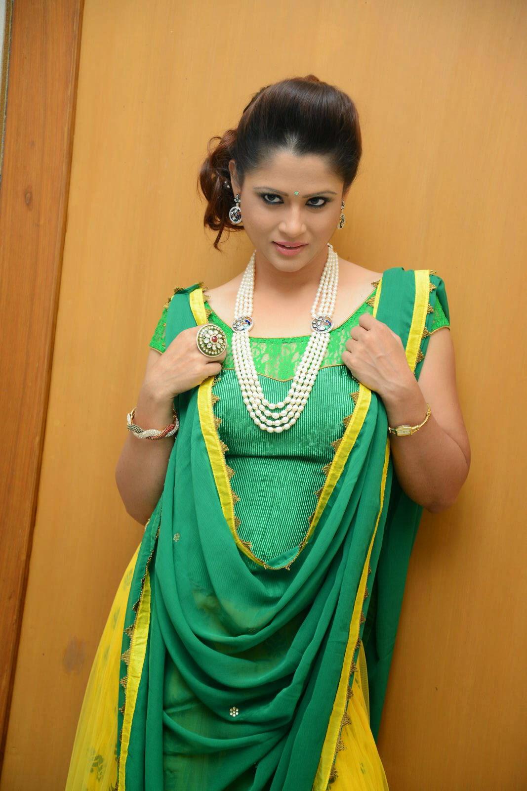 Anchor Shilpa Chakravarthy Latest Pictures at Taruvatha Katha Movie Trailer Launch  10.JPG