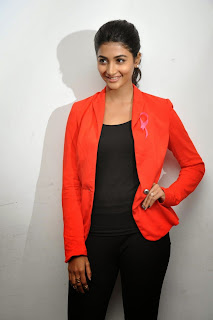 Pooja Hegde sizzling in red 017.jpg