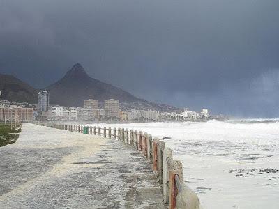 Pelik !.. Fenomena Persisiran Pantai Air Laut Berbuih