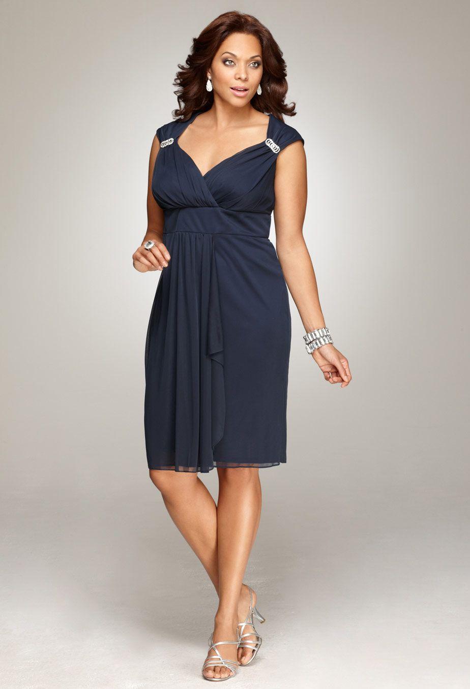 Нарядное платье для женщины