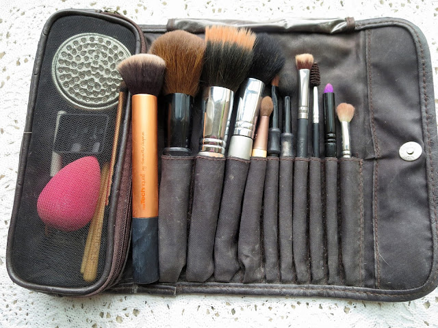 a picture of Travel brushes (case)
