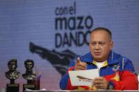 CON EL MAZO DANDO