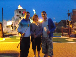 Crazy World of Minigolf Tour & Irregular Mini Golfers Christopher, Emily & Richard Gottfried