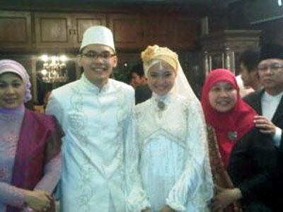 Muslimah Fashion 2011 on Muslim Modern   Model Baju Kebaya Pengantin Muslim Muslimah 2011