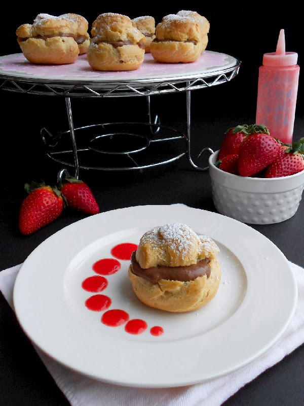 ... Confectionista: Chocolate-Filled Cream Puffs with Strawberry Sauce