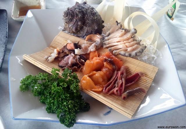 Plato de sashimi de marisco en Corea