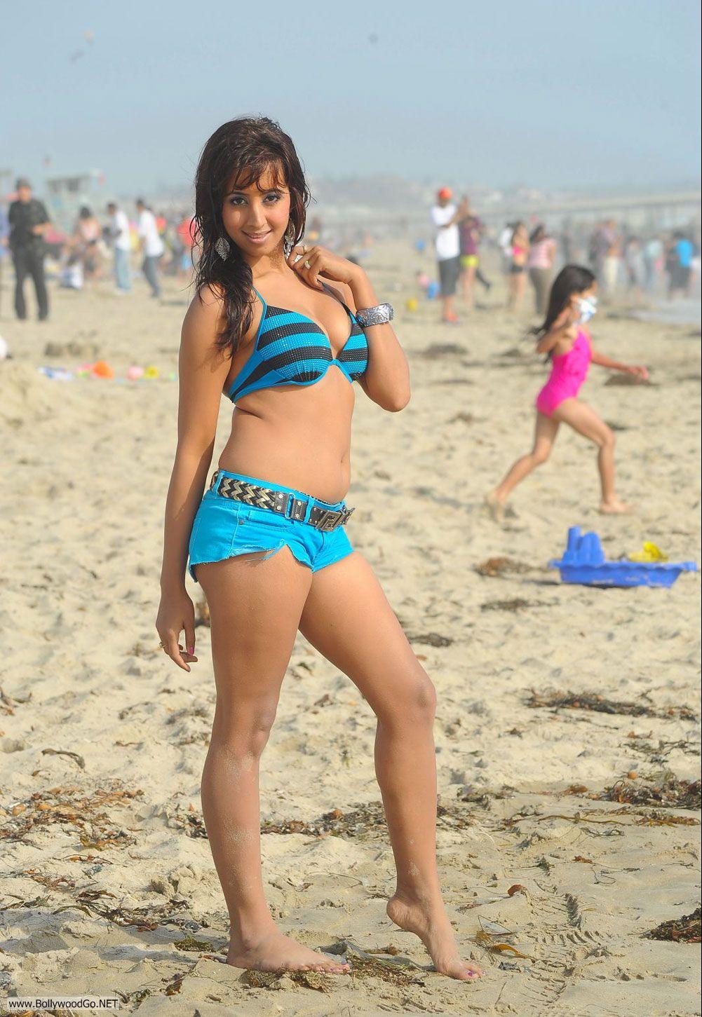 Janaki wijerathne bikini photos Menaka Maduwanthi Facebook