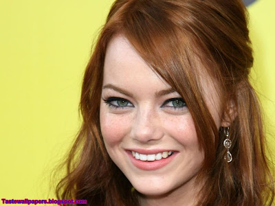 Emma Stone Blue Cute Girl Wallpaper