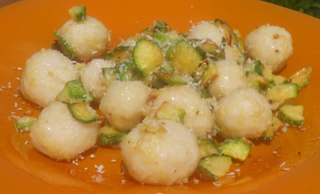 bombolini di cocco con zucchine e zenzero