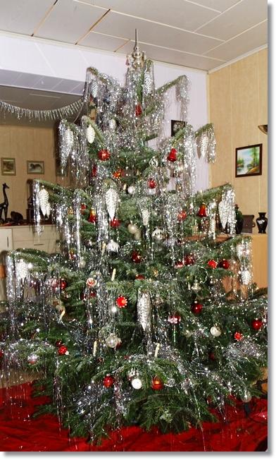 schatten der weihnachtsbaum the christmas tree a. Black Bedroom Furniture Sets. Home Design Ideas